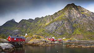 Обои Норвегия Лофотенские острова Горы Дома Залив Природа
