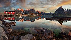 Фотография Норвегия Лофотенские острова Горы Здания Камни Деревня Reine