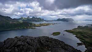 Картинки Норвегия Лофотенские острова Горы Облака Фьорд Vestpollen