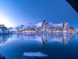 Картинки Норвегия Лофотенские острова Зимние Гора Дома Залив Vågan Nordland Природа