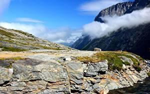 Фото Норвегия Горы Скала Облака Природа