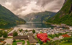 Картинки Норвегия Горы Дома Пристань Залив Geirangerfjord Города Природа