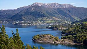 Фотографии Норвегия Горы Дома Залива Деревня Uskedal Природа
