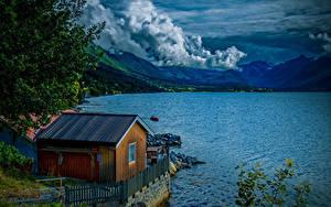 Обои Норвегия Гора Озеро Здания Облачно Isfjorden Природа