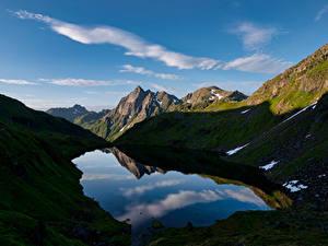 Картинки Норвегия Горы Лофотенские острова Озеро Тень Austpollvatnan
