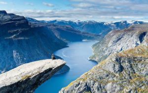 Картинка Норвегия Гора Пейзаж Залива Каньона Trolltunga