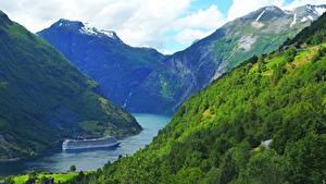 Картинка Норвегия Корабли Круизный лайнер Горы Geiranger fjord Природа