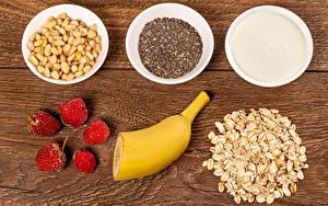 Обои для рабочего стола Овсяная Орехи Малина Бананы Мюсли Доски Зерна Сливками Здоровое питание Миска Пища