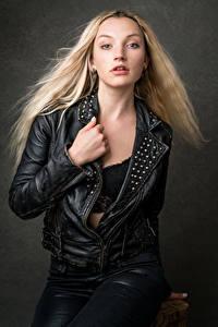Обои Блондинка Куртках Взгляд Кожаный Olivia девушка