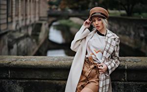 Обои Блондинки Позирует Пальто Боке Шляпа Olya Alessandra девушка