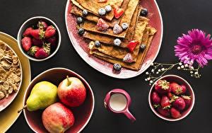 Картинки Блины Яблоки Клубника Завтрак Пища