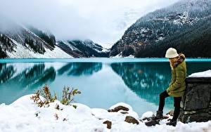 Картинки Парки Канада Озеро Гора Зимние Туман Снеге Банф Alberta Природа