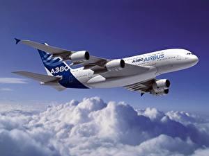 Фото Самолеты Пассажирские Самолеты Эйрбас Облака Летящий A320 Авиация