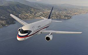 Картинки Самолеты Пассажирские Самолеты Летящий Российские Sukhoi Superjet 100