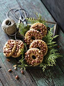 Картинка Выпечка Печенье Орехи Доски Ветка Еда
