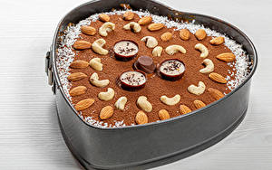 Фотография Выпечка Пирог Орехи Шоколад Миндаль Конфеты Какао порошок Продукты питания