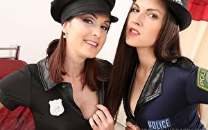 Обои Petra Vachouskova Deny Moor Полицейский Шляпы Смотрит Улыбается 2 Шатенки девушка