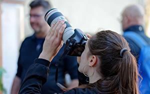 Обои Фотограф Фотокамера Шатенки Волос Серег Рука