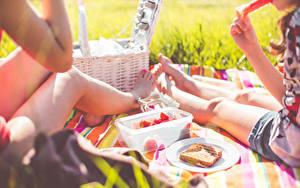 Обои Пикник 2 Сидя Ноги Еда