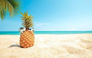 Картинка Ананасы Песок Очки Пляжи Еда