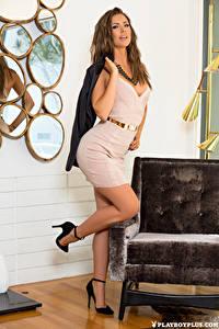 Фотографии Playboy Gia Ramey-Gay Поза Ног Красивые Платья Шатенка Девушки