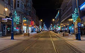 Фотография Польша Рождество Здания Дороги Улице Электрическая гирлянда Новогодняя ёлка Ночные Katowice город
