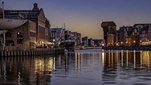 Фотография Польша Дома Вечер Пристань Водный канал Уличные фонари Gdansk город