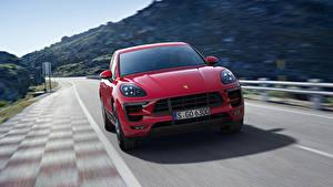 Фотография Porsche Красных Спереди Едущий Macan GTS Автомобили