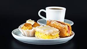 Фотография Пирожное Сахарная пудра Кекс Тарелка Чашке Еда