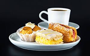 Фотография Пирожное Сахарная пудра Кекс Тарелка Чашке