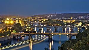 Картинка Прага Чехия Реки Мосты Ночь Уличные фонари Vltava