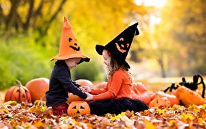 Фотографии Тыква Хеллоуин Девочки Мальчишки Шляпе Лист Двое Дети