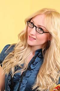 Картинки Rachelle Summers Блондинки Смотрит Очки Волосы Девушки