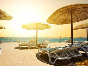 Фотографии Курорты Пляж Шезлонг Зонт Природа