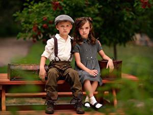 Фотографии Старинные Скамейка Боке Вдвоем Мальчишка Девочки Сидящие ребёнок