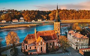 Картинка Речка Здания Литва Церковь Сверху Kaunas, Vytautas Church город