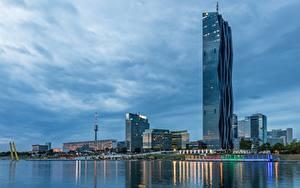 Фото Реки Небоскребы Вена Австрия Вечер DC Towers, Danube river город