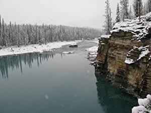Картинка Речка Зима Канада Скале Снег Джаспер парк Alberta, Athabasca River