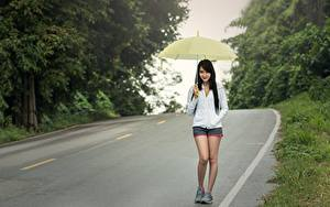 Картинка Дороги Азиаты Асфальт Гуляет Брюнетка Зонт Девушки