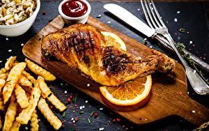Фотография Курица запеченная Картофель фри Апельсин Вилка столовая