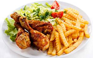 Фотографии Курица запеченная Картофель фри Белым фоном Тарелка Продукты питания