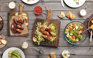 Картинка Курица запеченная Салаты Овощи Хлеб Доски Разделочная доска Кетчуп Продукты питания