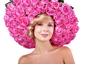 Обои Розы Блондинка Розовый Смотрит Белый фон Красивые Девушки