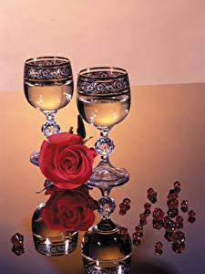Фото Розы Шампанское Бокалы Отражение Еда