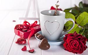 Картинки Розы День всех влюблённых Конфеты Чашке Цветы Еда