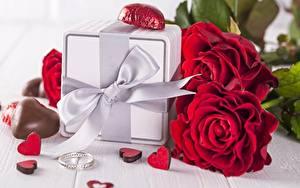 Фотография Розы День всех влюблённых Конфеты Подарок Бант Кольцо Сердце Цветы