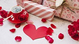 Обои для рабочего стола Роза День всех влюблённых Кофе Сердце Лепестков Подарки
