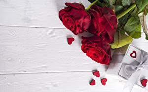 Фотографии Роза День святого Валентина Красный Доски Шаблон поздравительной открытки Серце цветок