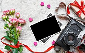 Обои Розы День всех влюблённых Шаблон поздравительной открытки Сердце Фотоаппарат цветок