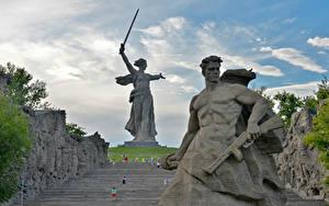 Картинка Россия Памятники Мужчины Волгоград The Motherland Calls, Mamayev Kurgan Города